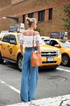 Whisper by Sara | blusa de renda off-the-shoulder e jeans pantalona | @whisperbysara || via The Cut