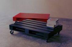 Bancali verniciati e a cui sono state aggiunte ruote: originali tavolini da interno e esterno
