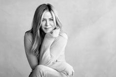 Jennifer Aniston Partners with Shire to Raise Awareness for Chronic Dry Eyes: Photo Jennifer Aniston partnered with Shire Initiative to launch eyelove, a new campaign to bring awareness to chronic dry eye. Jennifer Aniston Style, Jennifer Aniston Fotos, Jennifer Aniston Pictures, Jennifer Aniston Workout, Foto Portrait, Portrait Poses, Female Portrait, Wallpaper Jennifer Aniston, Jeniffer Aniston