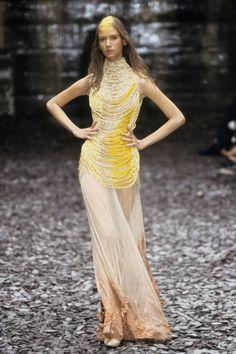 Alexander McQueen Fall 2000 Ready-to-Wear Fashion Show - Karolina Malinowska
