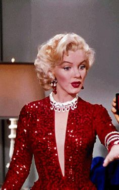 "New Beginnings 66 New Beginnings monroe New Beginnings 66 - ""Marilyn Monroe"" women inspiration gadot monroe face Estilo Marilyn Monroe, Marilyn Monroe Gif, Marilyn Monroe Artwork, Vintage Glamour, Vintage Beauty, Vintage Hollywood, Hollywood Glamour, Cool Winter, Gentlemen Prefer Blondes"