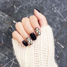 Image via We Heart It #autumn #blacknails #nailart #nailpolish #nails #sweater #shortnails #accentnail