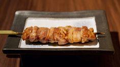 Yakitori di pollo, spiedini di pollo con salsa di soia, ricetta giapponese