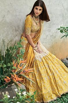 40 Ideas For Indian Bridal Hairstyles Engagement Blouse Designs Bridal Anarkali Suits, Lehenga Choli Wedding, Indian Bridal Lehenga, Lengha Choli, Indian Wedding Gowns, Indian Dresses, Indian Outfits, Indian Weddings, Pakistani Outfits