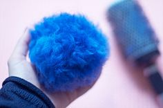 A neat tutorial on how to make your pompoms extra fluffy!