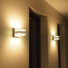 Aplique de pared BLOCK - Aplique de pared con un estilo muy especial. El relieve de vidrio le da una iluminación muy ambiental.
