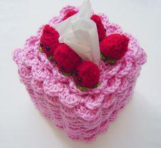 Strawberry x Strawberry Kleenex Box Cozy Crochet Cake, Crochet Food, Crochet Kitchen, Crochet Gifts, Diy Crochet, Crochet Designs, Crochet Patterns, Twinkie Chan, Crochet Towel Holders