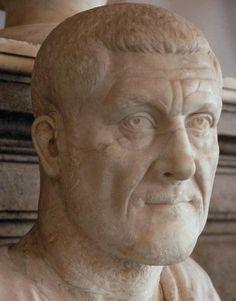 Maximino el Tracio - el emperador de Roma 27, y el primer bárbaro para convertirse en emperador. El primero de los seis emperadores del Año de los seis emperadores. Su reinado fue el inicio de la crisis del siglo tercero. Maximino el Tracio se encargó de los efectos legiones ignorado y despreciado del pueblo y del Senado demás aristócratas romanos. impuestos exorbitantes planteadas al pago de las legiones.