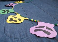 So doing this for the kids party next week ;) - Kids Mardi Gras Craft!