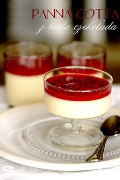 Panna cotta with white chocolate Cute Desserts, Sweets Recipes, Appetizer Recipes, White Chocolate Panna Cotta, Souffle Recipes, Sweet Jars, Muffins, Dessert Cups, No Bake Cake