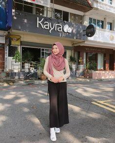 "A korean-muslim beauty - ❤️Ayana Jihye Moon❤️ (@xolovelyayana) on Instagram: ""ootd by stranger Lipmatte @gwiyomi.beaute"""