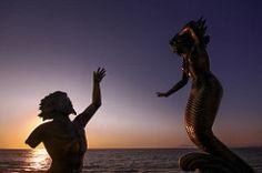 love sunset (jbilohaku) Tags: sunset sculpture mxico mexico atardecer jalisco escultura vallarta puertovallarta mermaid neptuno poseidon sirena neptun poseidn skulptao sireno meksiko noktio