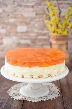 Rezept für Joghurtkuchen mit Früchten aus der Dose. Joghurtkuchen mit Früchten aus der Dose Ein leichter Kuchen ohne Backen mit griechischem Joghurt. Für die Zubereitung braucht man die Früchten aus der Dose oder Glas, weil die Joghurt- Creme mit dem Sirup/ Saft von den Früchten gesüßt wird.