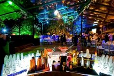 Celebrate @Wedspire.com & find open bar wedding inspiration to get your party into swing! Cheers to that!