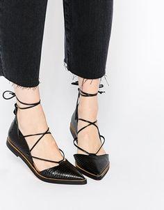 Zapatos planos de cuero negro en punta con cordones Sida de Whistles