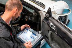 Analizamos cuáles son las ventajas e inconvenientes de reprogramar tu coche ¿El aumento de potencia del motor afectará al consumo de combustible y a la fiabilidad? Te contamos cuáles son los problemas que puedes tener al reprogramar la centralita y lo que debes tener en cuenta de cara a la ITV y el seguro ¿Merece la pena?