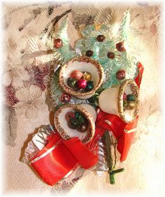Vintage Christmas Corsage I remember my mother wearing one like this on the lapel of her coat every Christmas. Retro Christmas Decorations, Vintage Christmas Ornaments, Vintage Holiday, Christmas Jewelry, Antique Christmas, Christmas Past, Christmas Holidays, Christmas Crafts, Christmas Images