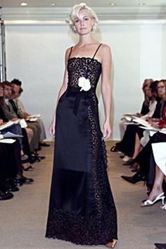 Oscar de la Renta Spring 2002 Ready-to-Wear - Collection - Gallery - Style.com
