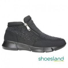 Cómete la ciudad con estas botas deportivas para chicas y mamás molonas de Chica 10.  Super ligeras con atractivos pero discretos brillos en color negro.  Desde el 37 hasta el 41