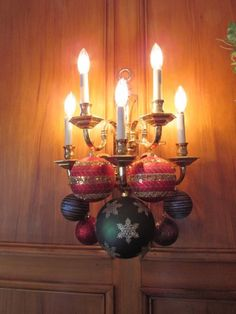 Dining Room at Glenview Mansion - holiday decorations
