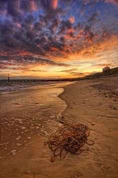 by Pawel Tomaszewicz, nearest station Bournemouth Sprachreise England, Cool Photos, Beautiful Pictures, Dream Pictures, Bournemouth Beach, I Love The Beach, Amazing Sunsets, Beautiful Beaches, Beautiful World