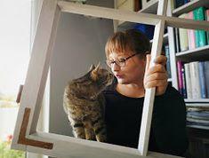 Wysokie rabaty, czyli jak zrobić podwyższone grządki z palet | dobra gospodyni dom wesołym czyni Cats, Bending, Composters, Armchair, Gatos, Kitty Cats, Cat, Kitty, Serval Cats