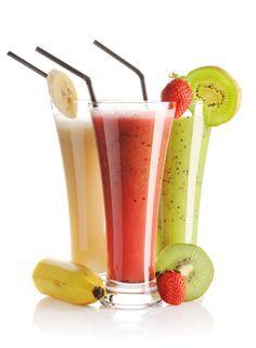 Olá! Tudo bem com vocês? Suco de abacaxi com couve e maçã. Bebida refrescante - ideal para dar energia de manhã. Ingredientes 1 abacaxi 1 maçã 2 folhas de couve 500ml de água Gelo Modo de preparo B...