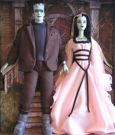 "Herman and Lily Munster played by Fred Gwynne and Yvonne DeCarlo from the TV show ""The Munsters"". Halloween Doll, Vintage Halloween, Halloween Queen, Barbie And Ken, Barbie Dolls, Fashion Dolls, Girl Fashion, Lily Munster, The Munsters"