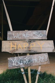 Rustic 'We're So Happy You Are Here' sign | Photography by http://www.brighton-photo.com/portfolio/