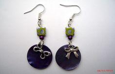 Boucles d'oreille pampilles violettes  perles carrées vertes à pois  breloques noeuds et perles magiques mauves