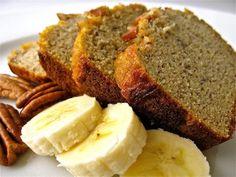 Pão de Banana 3 bananas 1/3 xícara de óleo de coco 1 ovo 1/4 xícara de açúcar de coco (ou melado de cana) 1 1/2xícaras de farinha de aveia 1 colher de chá de canela em pó 1 colher de sopa de bicar...
