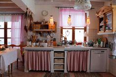 Country Cottage Kitchen Home Vintage Kitchen Cottage Kitchen Cabinets, Cottage Kitchens, Cozy Kitchen, Home Kitchens, Kitchen Decor, Red Kitchen, Romantic Kitchen, Country Kitchens, Kitchen Shelves