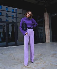 purple wide leg pants and a purple knit sweater, purple outfit, how to wear purple pants, how to wear wide leg pants Mode Monochrome, Monochrome Outfit, Monochrome Fashion, Purple Outfits, Colourful Outfits, Colorful Fashion, Purple Fashion, Purple Pants Outfit, Colorful Clothes
