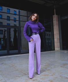 purple wide leg pants and a purple knit sweater, purple outfit, how to wear purple pants, how to wear wide leg pants Purple Outfits, Colourful Outfits, Colorful Fashion, Purple Fashion, Purple Pants Outfit, Purple Sweater, Look Fashion, Autumn Fashion, Fashion Outfits