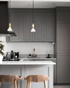 Kitchen Interior Remodeling dark grey kitchen with marble worktop and brass details Kitchen Decor, Interior Design Kitchen, Kitchen Cabinet Design, Kitchen Flooring, Grey Kitchens, Kitchen Remodel Small, Kitchen Design Small, Kitchen Marble, Grey Kitchen Cabinets