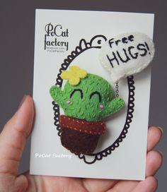 Cute à la main en feutre cactus avec une Free HUGS par PoCatFactory