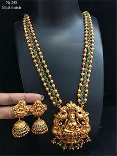 Jewellery Temple Jewellery, India Jewelry, Pearl Jewelry, Jewelry Necklaces, Gold Jewelry, South Indian Jewellery, Indian Jewellery Design, Jewelry Design, Jhumkas Earrings
