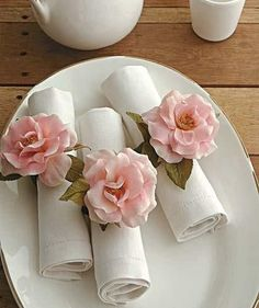 Beautiful pink peony napkin rings for these rolled napkins. Table Presentation, Napkin Folding, Elegant Table, Decoration Table, Wedding Table, Napkin Rings, Paper Flowers, Silk Flowers, Tea Party