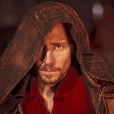 Tom Hiddleston as King Henry V in The Hollow Crown-- HOLY MOLY! He kind of looks like a Sith Lord! LOL