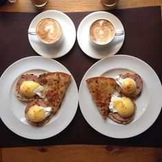 Instagram media symmetrybreakfast - Saturday: New York breakfast: Eggs Benedict with hashbrowns #newyork #nyc #greenwich #holiday #symmetrybreakfast #symmetry #ontheroad where should we go tomorrow?