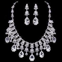 A luxurious silver white diamond wedding necklace