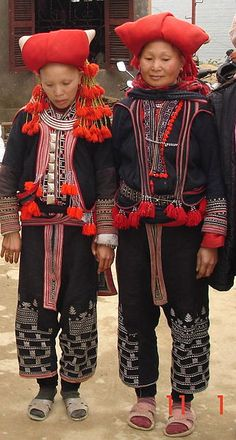 The Red Dao women in Sapa | Wearing trousers with embroidery , a blouse and a jacket |