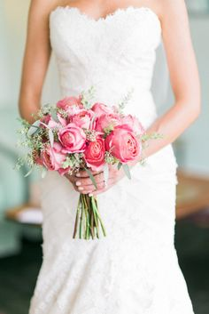 Garden rose bouquet: http://www.stylemepretty.com/california-weddings/los-angeles/2015/02/09/glamorous-fig-house-wedding/ | Photography: Honey Honey - http://www.hoooney.com/