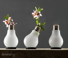 recycling old white lightbulbs Recycled Light Bulbs, Light Bulb Crafts, Tin Can Crafts, Diy Crafts, Ideas Hogar, Bubble Art, Recycled Crafts, Dose, Bottle Crafts
