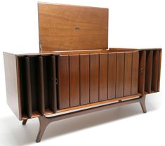 Stunning Mid Century Furniture Ideas to Makes Your Room Have Vintage Touch - Andaziyar Vintage Record Player Cabinet, Vintage Stereo Console, Record Player Console, Vintage Records, Record Players, Mid Century Decor, Mid Century Furniture, Stereo Cabinet, Record Cabinet