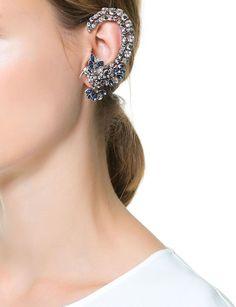 #Earcuff de cristales con pájaro, de Zara. Una joya de origen punk, que se adapta a la oreja sin rechistar. No necesitas perforar tu oreja por la parte del cartílago. http://www.marie-claire.es/moda/accesorios/fotos/ear-cuff-el-mejor-accesorio-para-la-oreja/zara27-1