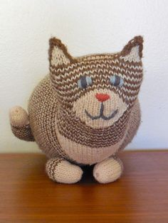 Ravelry: The Parlor Cat pattern by Sara Elizabeth Kellner, free pattern.
