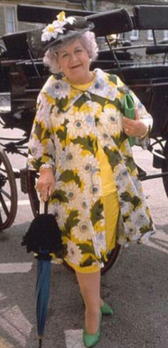 Grace & Favour Mollie Sugden, Are You Being Served, British Comedy, Great British, Collar Styles, American Girl, Harajuku, Tv Shows, Wine