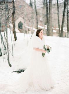Winter bride: http://www.stylemepretty.com/colorado-weddings/avon-co/2014/10/01/beaver-creek-ski-resort-wedding/ | Photography: Mi Amore Foto - http://miamorefoto.com/