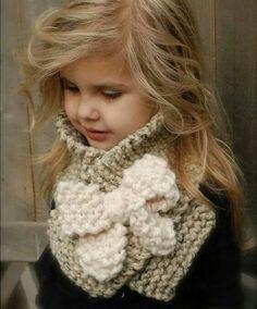Maglia sciarpa di Bowlynn PATTERN-The (infante, bambino, adulto) Mütze aus Samt Knitting PATTERN-The Bowlynn Scarf (Toddler, Child, Adult sizes) Knitting For Kids, Crochet For Kids, Knitting Projects, Baby Knitting, Crochet Projects, Velvet Acorn, Crochet Scarves, Knit Crochet, Crochet Hats